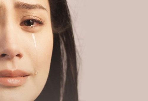 7 lợi ích sức khỏe ngạc nhiên của nước mắt mỗi khi khóc - 1