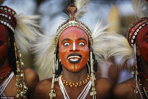 Bộ tộc kỳ lạ đàn ông phải thi sắc đẹp mới lấy được vợ - 2