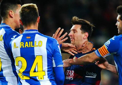 Bị chơi xấu, Suarez suýt tẩn đối thủ, Enrique nổi cáu - 1