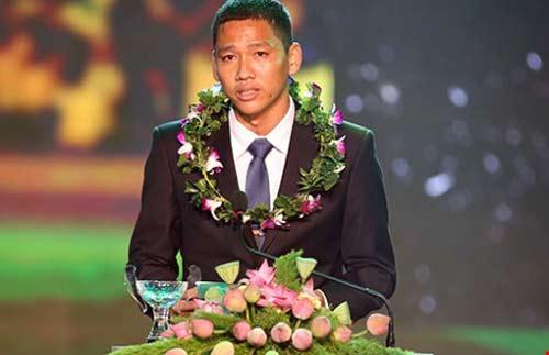 Quả bóng vàng Việt Nam: Bó đũa và cột cờ - 1