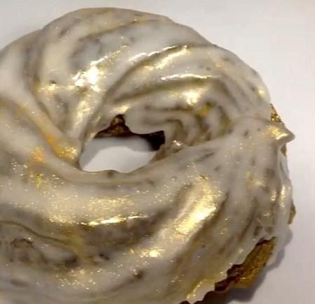 Lóa mắt với bánh rán phủ vàng giá hơn 2 triệu đồng - 8