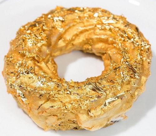 Lóa mắt với bánh rán phủ vàng giá hơn 2 triệu đồng - 4