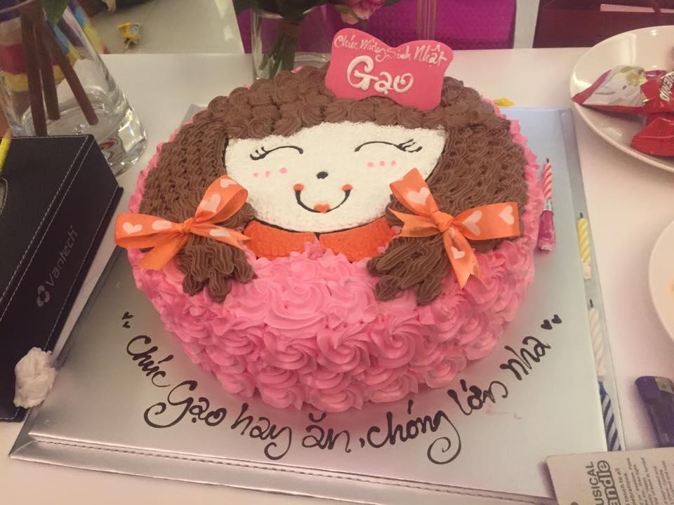 Facebook sao 7/1: Thủy Tiên khoe ảnh sinh nhật con gái - 2