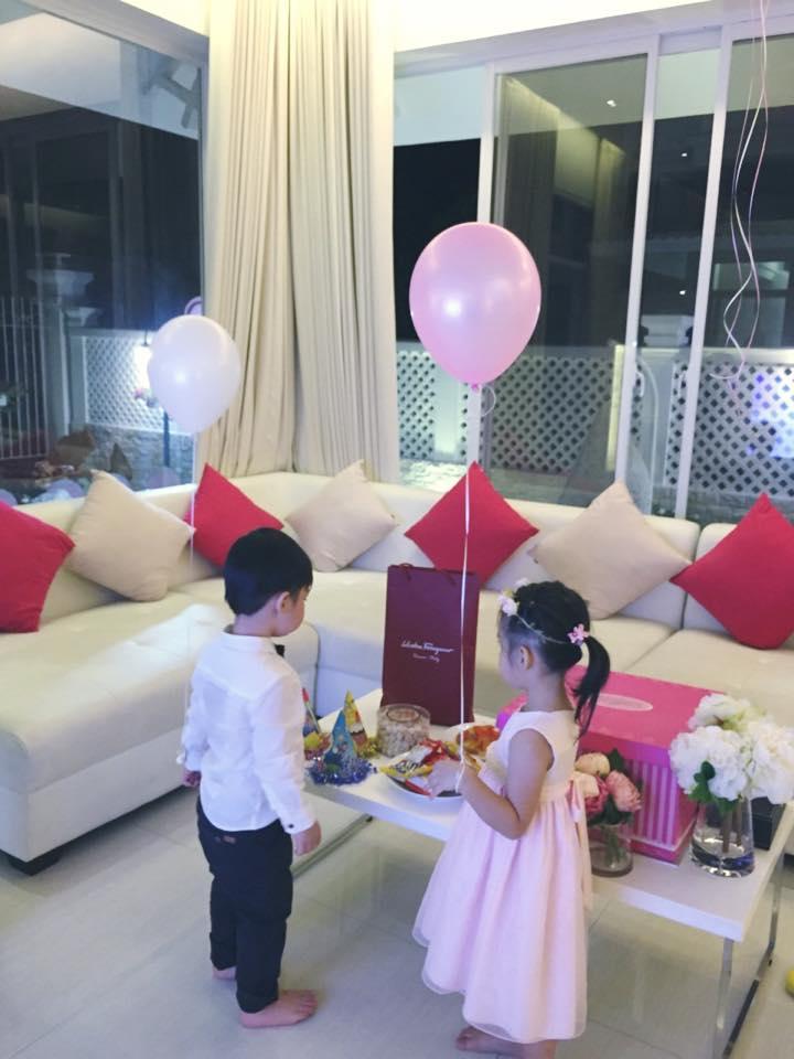 Facebook sao 7/1: Thủy Tiên khoe ảnh sinh nhật con gái - 1