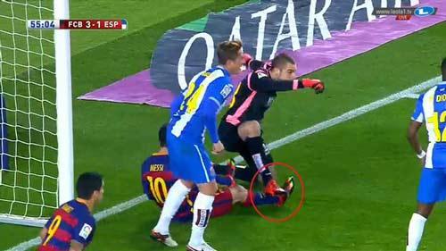 Messi: Nạn nhân của những pha chơi xấu kinh hoàng nhất - 1