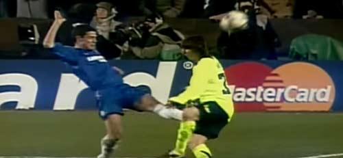 Messi: Nạn nhân của những pha chơi xấu kinh hoàng nhất - 2