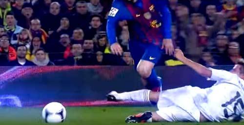 Messi: Nạn nhân của những pha chơi xấu kinh hoàng nhất - 4