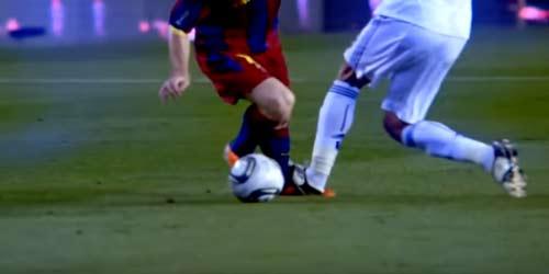 Messi: Nạn nhân của những pha chơi xấu kinh hoàng nhất - 6