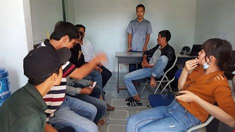 Không được thi, học viên vây trung tâm dạy nghề - 1
