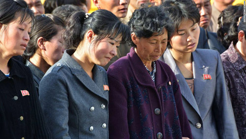 Vì sao quan chức Triều Tiên gập người xin lỗi dân? - 3