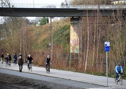 Mê mẩn cao tốc dài 100 km dành cho... xe đạp - 4