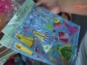Video An ninh - Trẻ em VN mê mẩn miếng dán hoạt hình gây ung thư, vô sinh