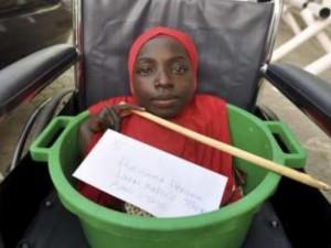Bạn trẻ - Cuộc sống - Rớt nước mắt cô gái khuyết tật sống trong chậu