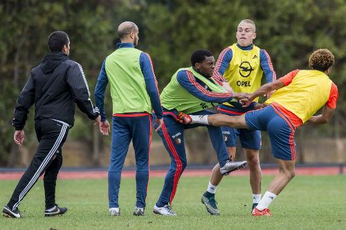 Va chạm trên sân tập, sao Feyenoord ẩu đả dữ dội - 3