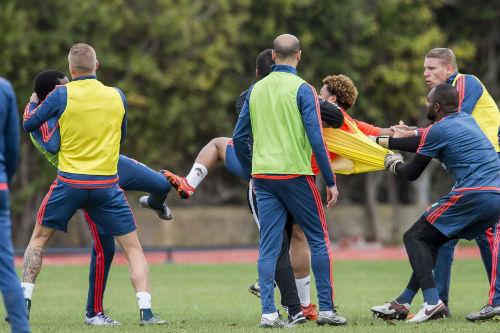 Va chạm trên sân tập, sao Feyenoord ẩu đả dữ dội - 4
