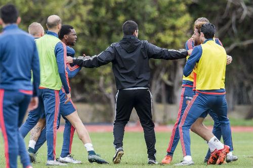 Va chạm trên sân tập, sao Feyenoord ẩu đả dữ dội - 6