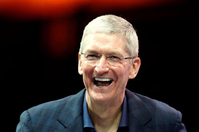 CEO Apple nhận bao nhiêu tiền thưởng trong năm 2015? - 1