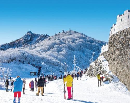 Những điểm du lịch nước ngoài tuyệt nhất trong mùa đông - 1