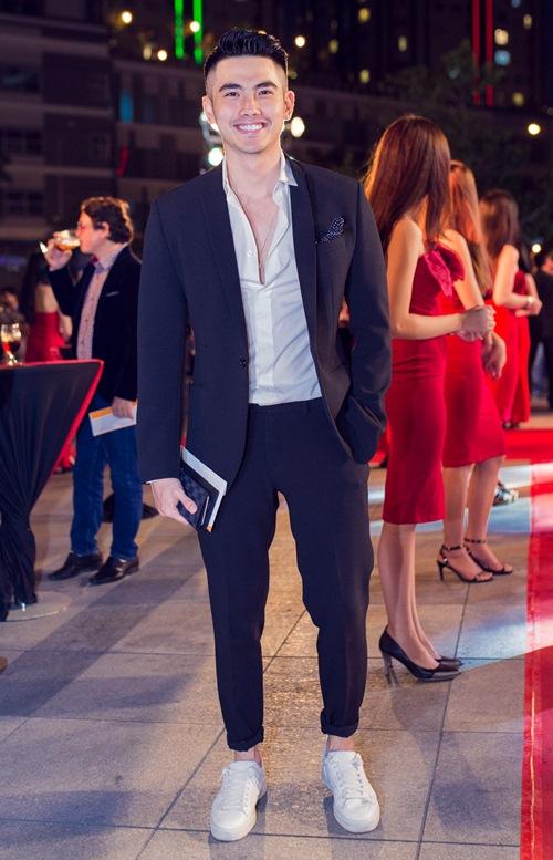 Hot boy BB Trần giả gái gây shock trên thảm đỏ - 5