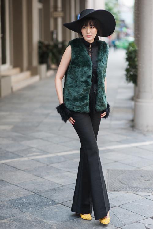 Hoa hậu Thu Thủy khoe vẻ đẹp 'quên tuổi' - 2