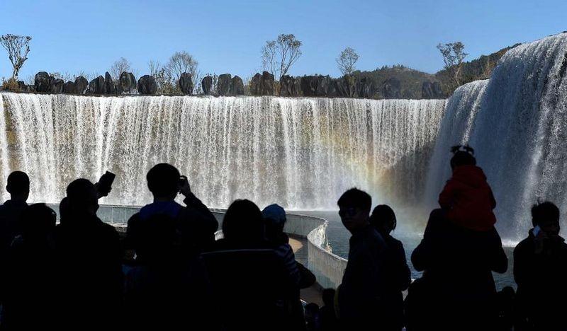 Ngắm thác nước nhân tạo lớn nhất châu Á - 3