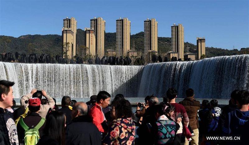 Ngắm thác nước nhân tạo lớn nhất châu Á - 4