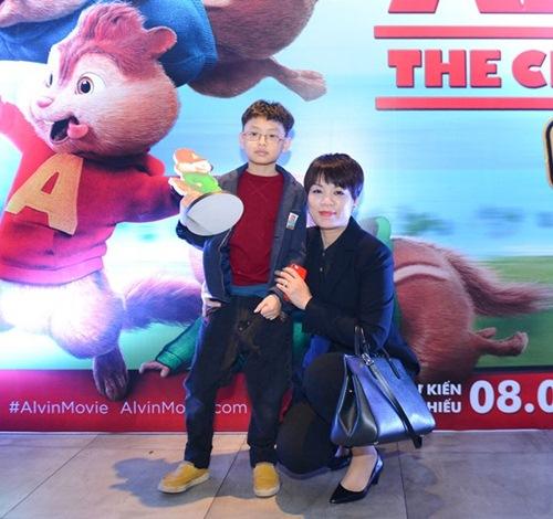 Mẹ con Thúy Hạnh xinh đẹp đi xem phim hoạt hình - 10