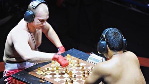 Thú vị không tưởng với bộ môn đấm bốc cờ vua - 1