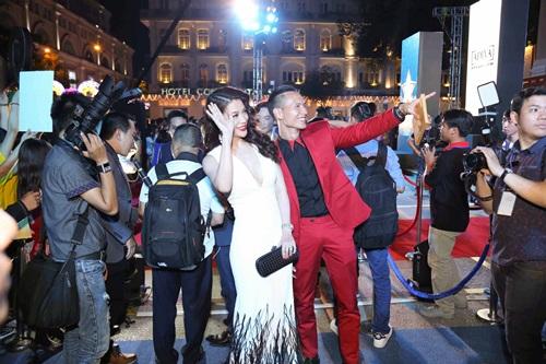 Trương Ngọc Ánh sexy bên Kim Lý, mặc chồng cũ lẻ bóng - 1