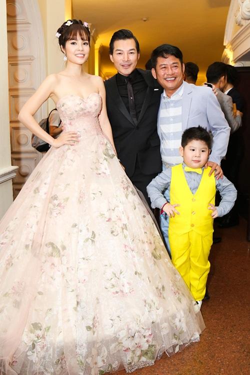 Trương Ngọc Ánh sexy bên Kim Lý, mặc chồng cũ lẻ bóng - 6
