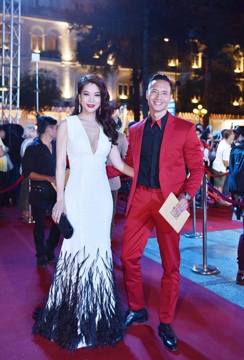 Trương Ngọc Ánh sexy bên Kim Lý, mặc chồng cũ lẻ bóng - 3