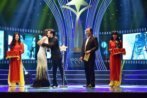 Trương Ngọc Ánh sexy bên Kim Lý, mặc chồng cũ lẻ bóng - 7