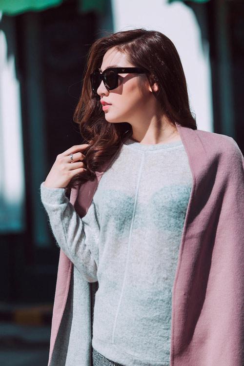 Học á hậu Tú Anh biến hóa với những chiếc áo len - 3