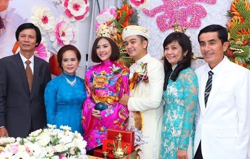 Vân Trang được tặng quả cầu thủy tinh trong lễ rước dâu - 13