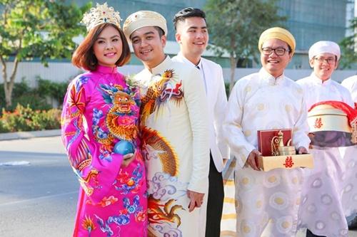 Vân Trang được tặng quả cầu thủy tinh trong lễ rước dâu - 14
