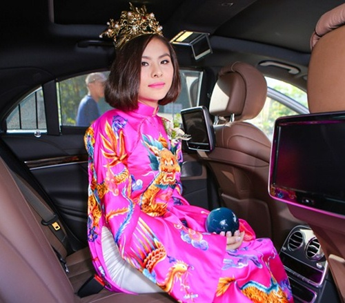 Vân Trang được tặng quả cầu thủy tinh trong lễ rước dâu - 15