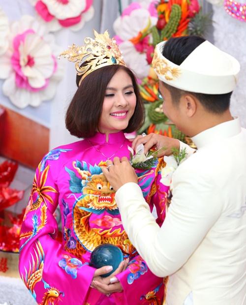 Vân Trang được tặng quả cầu thủy tinh trong lễ rước dâu - 8