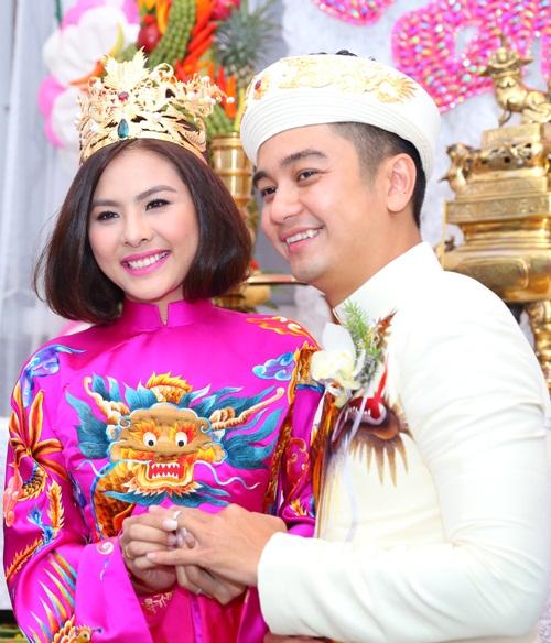 Vân Trang được tặng quả cầu thủy tinh trong lễ rước dâu - 11