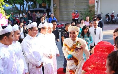 Vân Trang được tặng quả cầu thủy tinh trong lễ rước dâu - 6