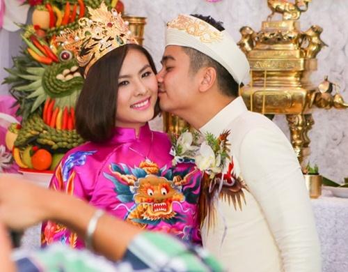 Vân Trang được tặng quả cầu thủy tinh trong lễ rước dâu - 9