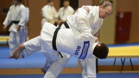 Tổng thống Putin quật ngã tuyển thủ Judo quốc gia - 1