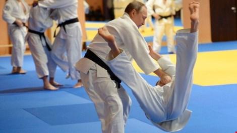 Tổng thống Putin quật ngã tuyển thủ Judo quốc gia - 2