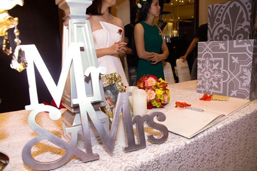 Vợ chồng Vân Trang liên tục 'khóa môi' trong tiệc cưới - 3