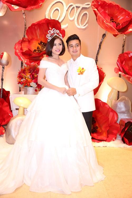 Vợ chồng Vân Trang liên tục 'khóa môi' trong tiệc cưới - 11