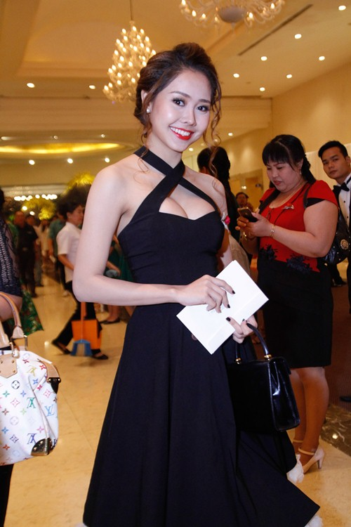 Tường Vi nổi bật trong dàn sao dự tiệc cưới Vân Trang - 1