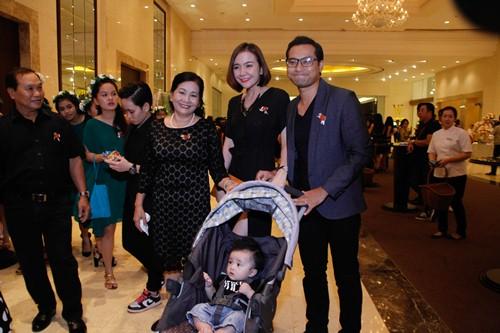 Tường Vi nổi bật trong dàn sao dự tiệc cưới Vân Trang - 10