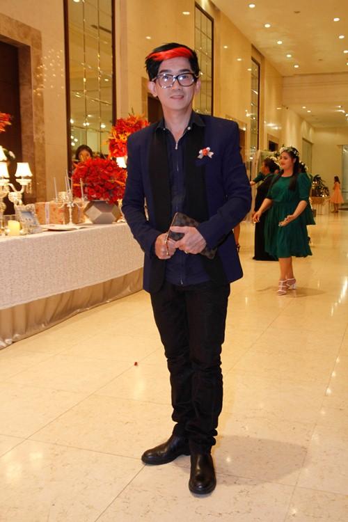 Tường Vi nổi bật trong dàn sao dự tiệc cưới Vân Trang - 14