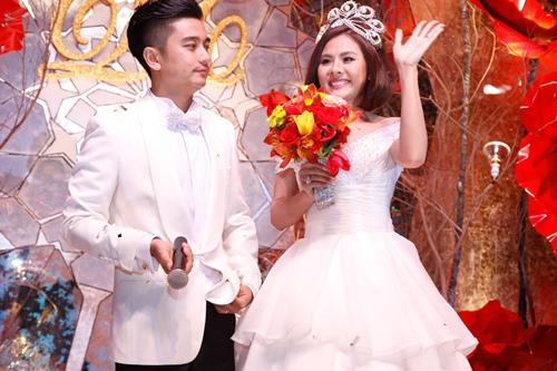 Vợ chồng Vân Trang liên tục 'khóa môi' trong tiệc cưới - 17