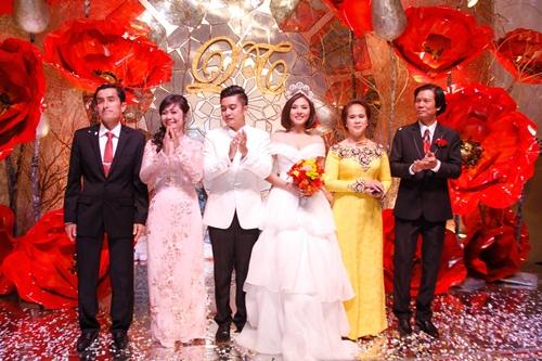 Vợ chồng Vân Trang liên tục 'khóa môi' trong tiệc cưới - 18
