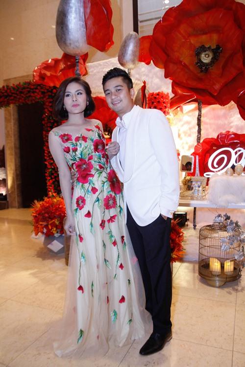 Vợ chồng Vân Trang liên tục 'khóa môi' trong tiệc cưới - 19